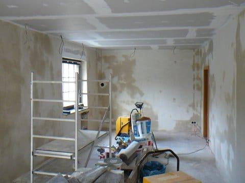 erste Schritte der Restaurierung des Raumes