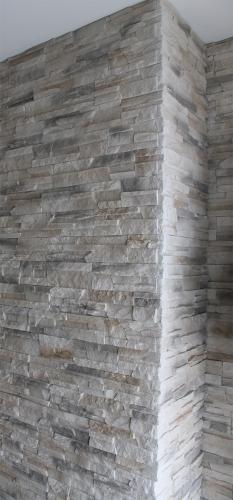 Verarbeitung einer Steinwand um eine Ecke